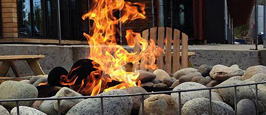 Restaurants With Outdoor Fire Pits The Hollywood Tavern